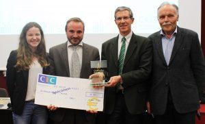 Emmanuel Bouhier pour Alternativ'hôtel , accompagné d' Alice Muller, son étudiante IÉSEG, reçoit le 1er Prix CRÉENSO décerné par la Fondation Immochan