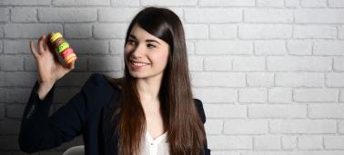 Portrait de Eléna Boulvard, incubée à l'IÉSEG et fondatrice de Citron Macaron