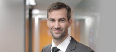 Comment élaborer et mettre en place une stratégie de 'social selling' dans le secteur de la Banque? Interview avec Yvon Moysan.