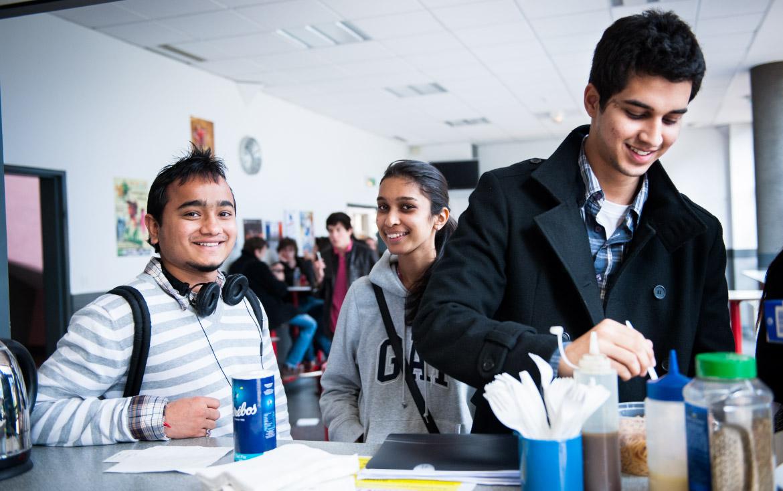 Etudiants à la cafétéria de Lille